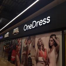 OneDress tūrinės raidės iš plastiko.