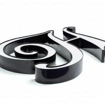 Raidė pagaminta iš juodo aliuminio profilio ir Plexiglas® stiklo