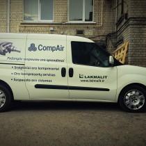 Automobilio apklijavimas reklaminiais lipdukais @ LAKMALIT