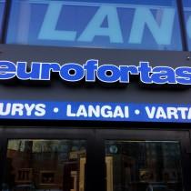 Kominuota iškaba su šviesdėže ir tūrinmis raidėmis @ Euro Fortas