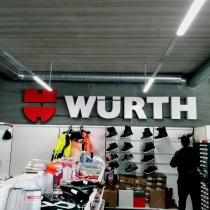Wurth tūrinės raidės ant sienos