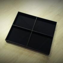 Lentynėlė pagaminita iš 5 mm storio, juodos spalvos Plexiglas® stiklo