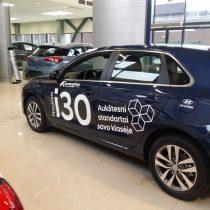 Reklama ant automobilio - Hyundai i30 lipdukų klijavimas