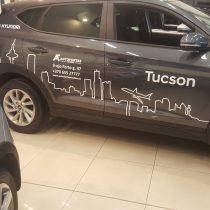 Reklama ant automobilių - Hyundai Tucson lipdukų klijavimas