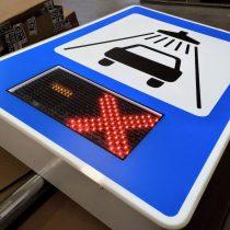 Kelio ženklas su LED švieslente